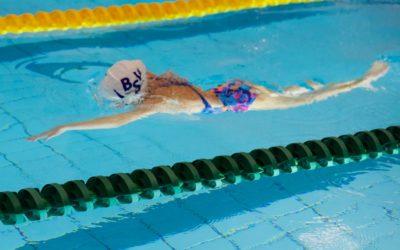 Svømmekurs for jenter med flerkulturell bakgrunn.